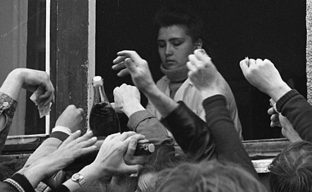 «Было три, а стало пять — всё равно берём опять!»: сколько граждане СССР тратили денег на водку